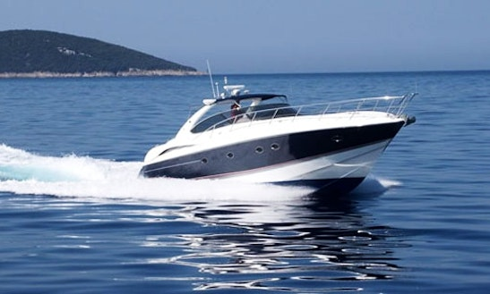 Luxury Motor Yacht For Rent In Alappuzha