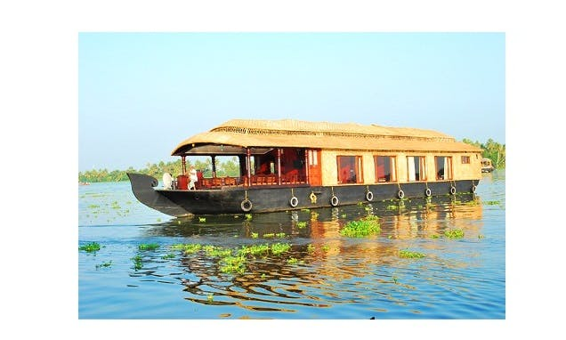 Spend all of your time on the water! Rent a houseboat in Alappuzha, India