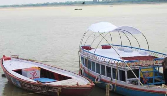 Explore Varanasi, India On This Bowrider Boat!