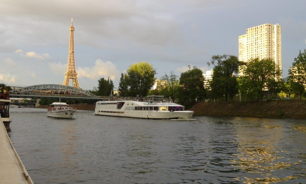 120' Houseboat Charter in Paris, France