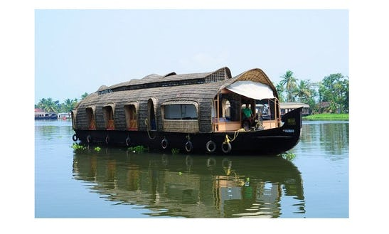 Adventurous Ways To Enjoy Your Stay In Kerala, India - Book A Houseboat!