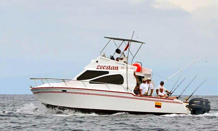 33' Fishing Charter In Puerto Baquerizo Moreno