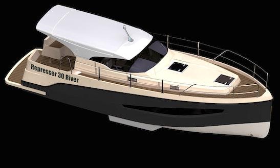 32' Represser 30 Motor Yacht In Wilkasy