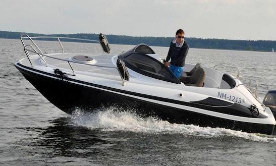 20' Motorboat Rental In Wilkasy