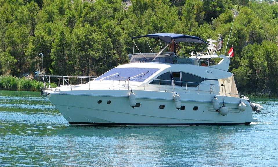 Charter the 9 person Mochi Craft Power Mega Yacht in Sukošan, Croatia