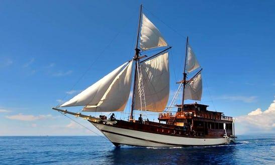 Sail Boat Rental In Lembar
