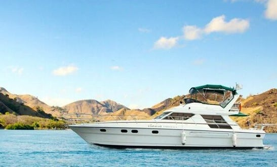 Cruises On A Motor Yacht In Sekarbela