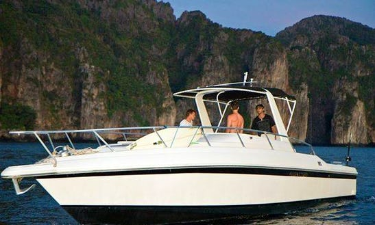 Motor Yacht  In Tegallalang Indonesia