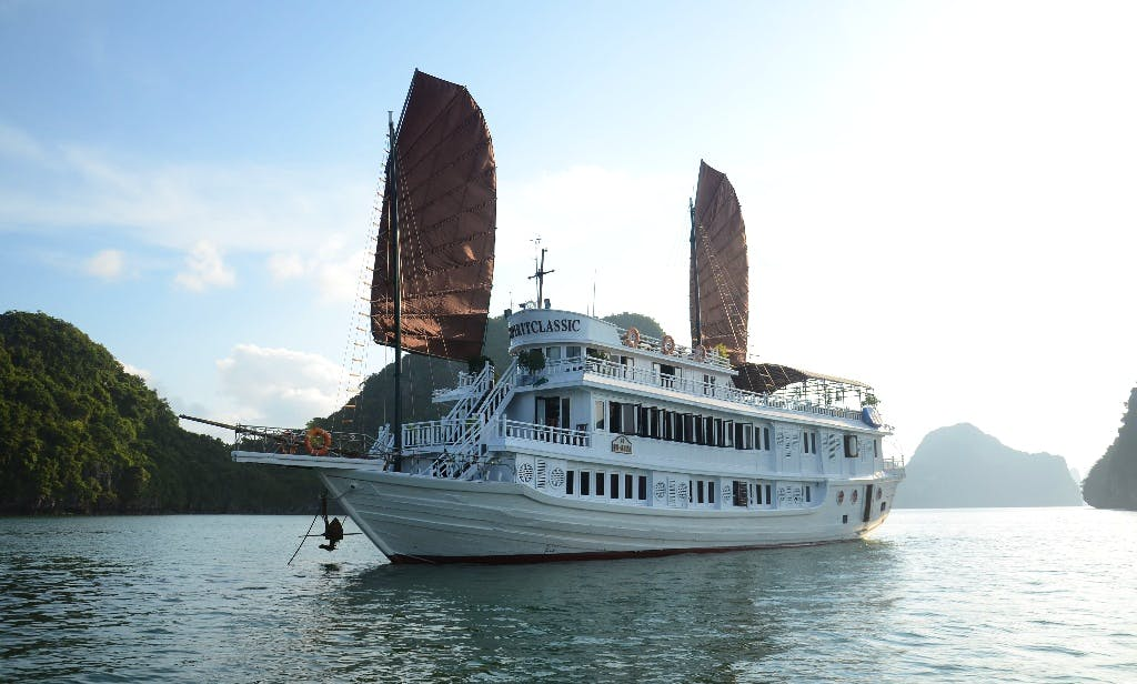Super Deluxe Cruise in Vietnam (16 Cabins)