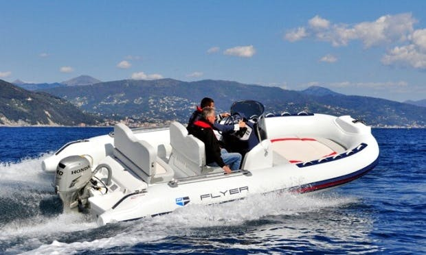Rent Flyer 560 Pleasure Craft on Lake Zurich