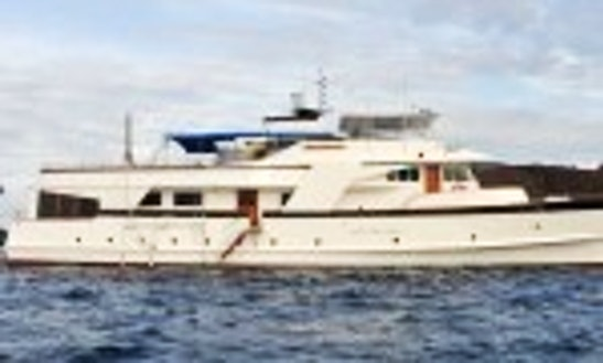 Superior First Class Motor Yatch In Galapagos