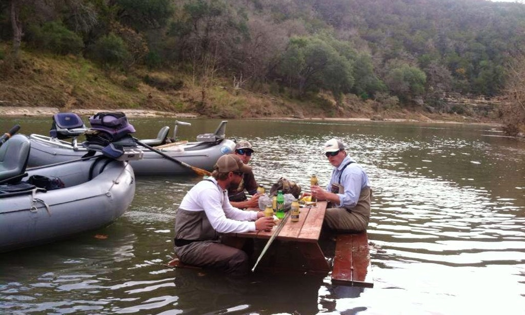 Fly fishing guide on 14 39 inflatable raft in canyon lake for Fly fishing raft