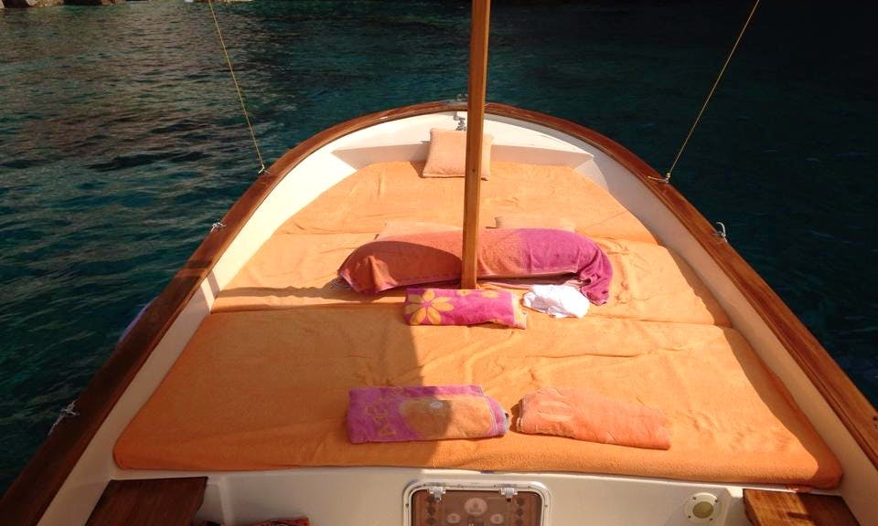 Vintage cruising boat for touring around Capri