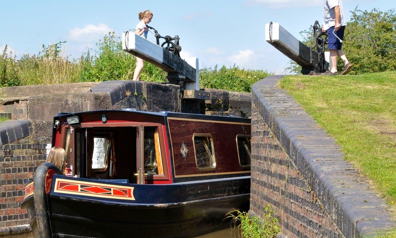 Houseboat Rental in Falkirk /Narrowboat S4