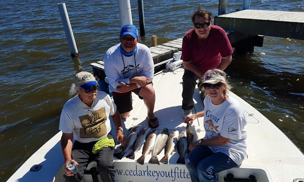 Center console fishing trips in cedar key florida getmyboat for Florida fishing vacations