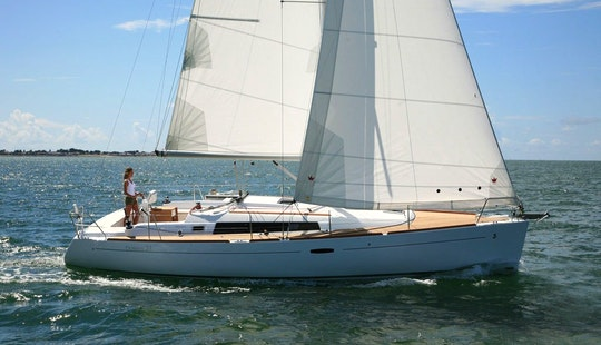 Cruise With The Oceanis 37 Sailboat For 8 People In Arzon, France