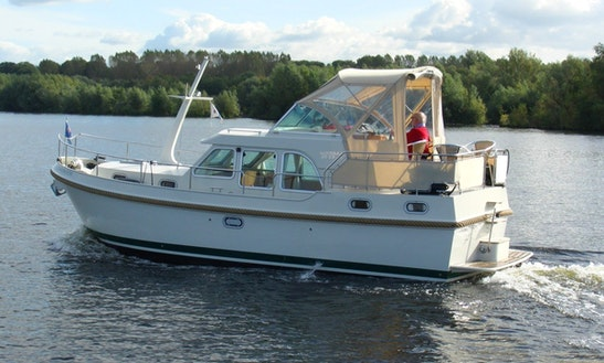 Rent Grand Sturdy 29.9 Motor Yacht In Heukelum