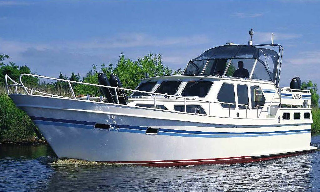 43' Vri-Jon 1320 Motor Yacht Available to Rent in Langelille, Netherlands