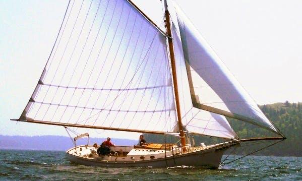 "33ft ""Friendship"" Sloop Boat Charter in Bar Harbor, Maine"