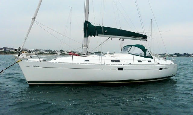 Have fun in the water! Go Sailing on Beneteau Oceanis Yacht