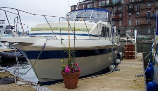 Floating B&b On 40' Motor Yacht In Boston, Massachusetts