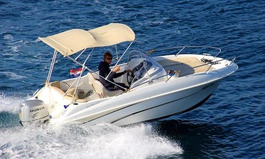 Beneteau Flyer 550 Sun Deck - Rental In Trogir, Split, Dalmatia, Croatia - Cuddy Cabin/walk Around