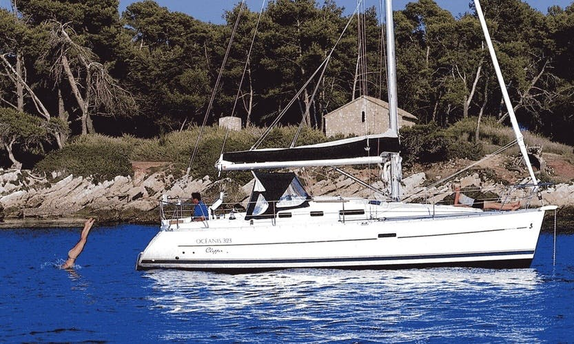 Charter 32' Beneteau Oceanis Clipper Cruising Monohull In Toscolano, Italy