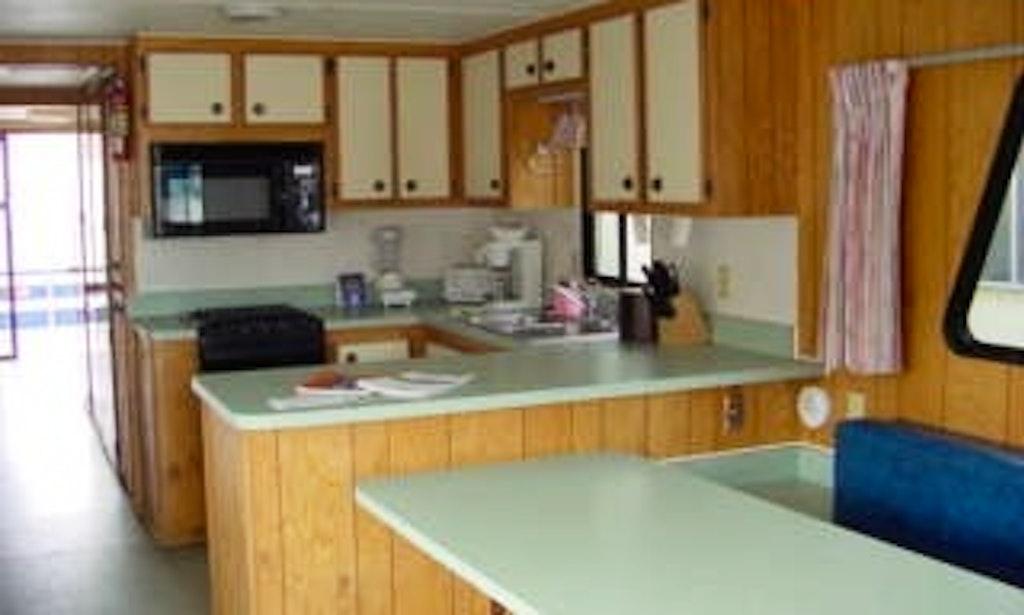 shasta shastalake hotel cabins cabin lake hotels com rentals lodging lrg motels