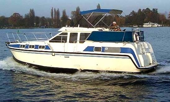 'dicker Delphin Ii' Motor Yacht Charter In Groß Kreutz
