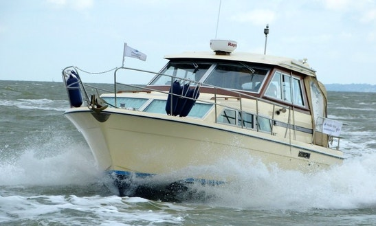 33' Motor Yacht