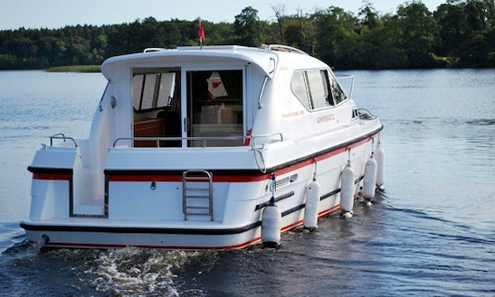 Hire 31' Sedan Style Motor Cruiser In  Irvinestown