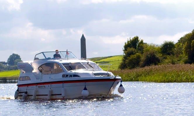 Hire 31' Motor Yacht Cruiser with Flybridge in Irvinestown
