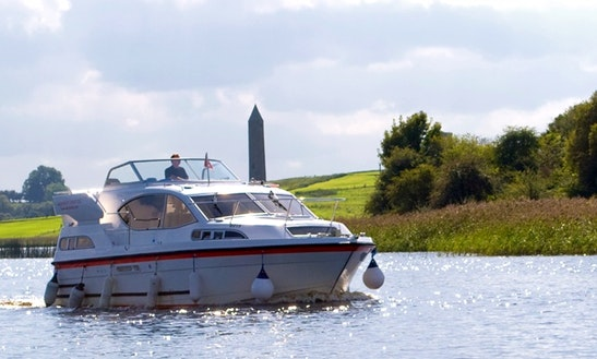Hire 31' Motor Yacht Cruiser With Flybridge In Irvinestown