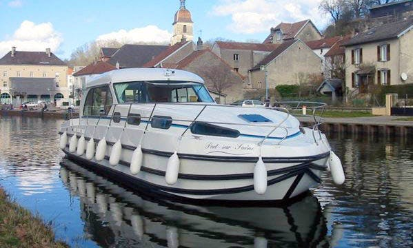 Hire a 43' Motor Yacht for 12 People in Évora, Portugal
