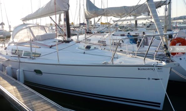 Sun Odyssey 32 Perf Cruising Monohull Rental & Trips in Larmor-Plage, France