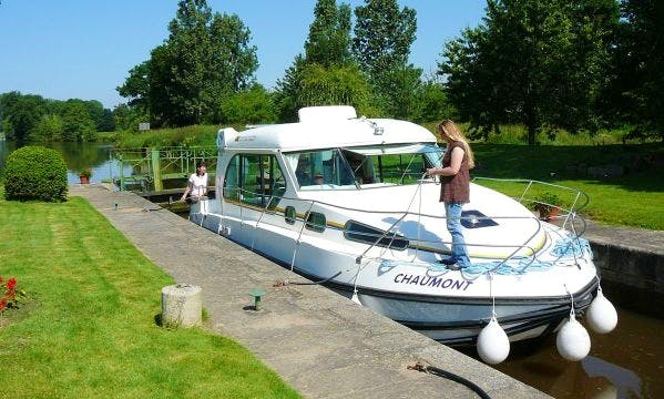 33ft 'Nicols 1000' Motor Yacht Hire in Burgundy, France