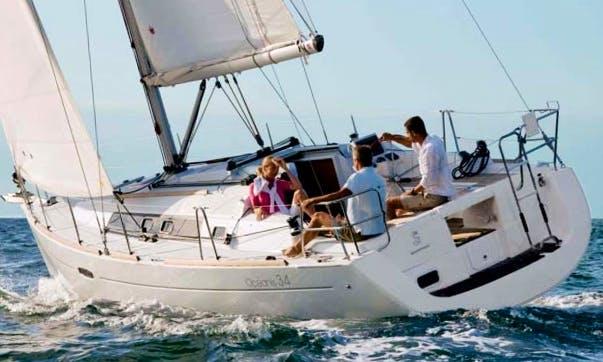 Oceanis 34 Cruising Monohull Rental & Trips in Larmor-Plage, France