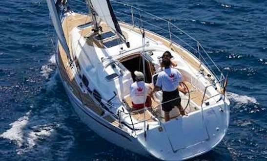 Bavaria 33 Cruising Monohull Rental & Trips In Larmor-plage, France
