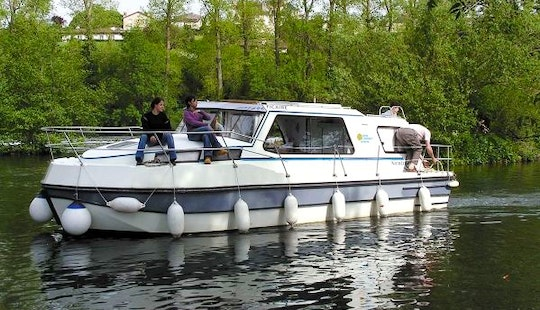 Hire A Riviera 920 Motor Yacht For 1 Week In Bouzies, France