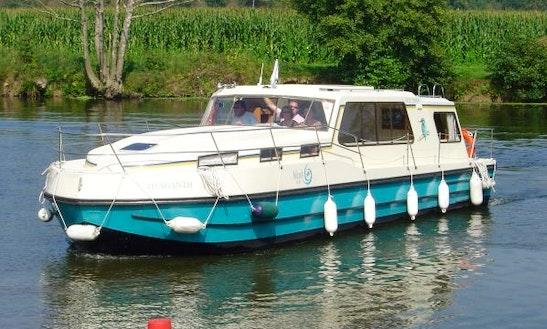 'riviera 1130' Motor Yacht Hire In Buzet-sur-baïse