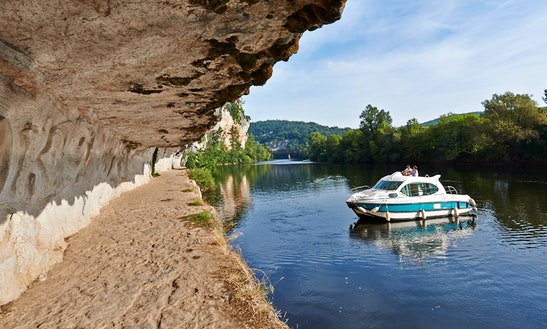 'estivale Duo' Cuddy Cabin Boat Hire In Buzet-sur-baïse