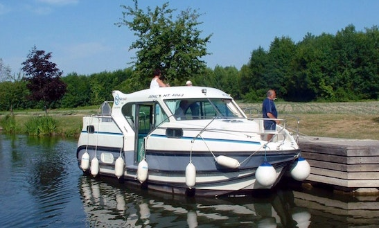 Hire This 29' Confort Motor Yacht For 7 Person In Glénac, France