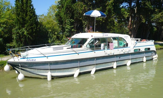 'confort 1350' Motor Yacht Hire In Le Somail