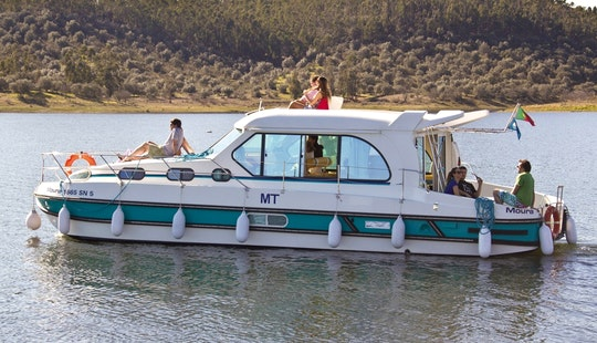 12 Person Motor Yacht Hire In Le Somail