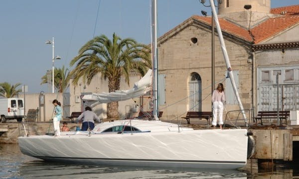 Cruising Monohull A35 Rental & Trips in Larmor-Plage, France