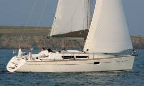Sun Odyssey 36 i Cruising Monohull Rental & Trips in Larmor-Plage, France