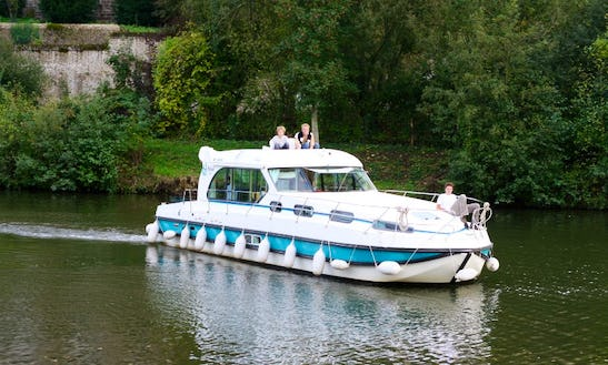 River Cruise For 12 Person Aboard 43' Motor Yacht In Bourgogne, France