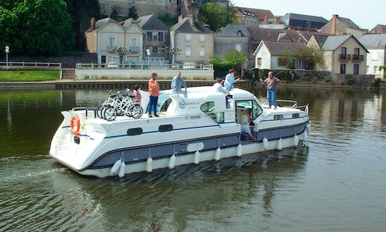 Charter A 44ft Motor Yacht For 10 Persons In Bourgogne, France