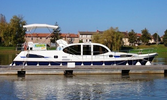 Experience Wonderful Houseboat Holiday In Oberhausen, Germany