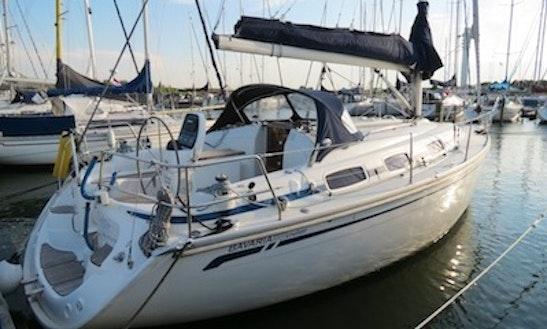Charter Bavaria 30 Cruiser